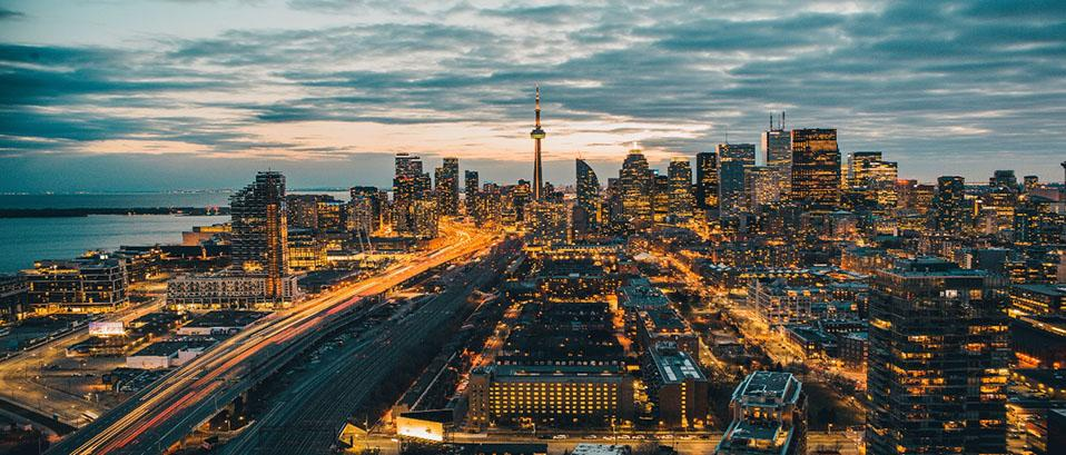 toronto skyline looking west idil mohamed rU 3k0BINtQ unsplash hub tile